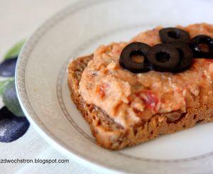 Pasta z czerwonej soczewicy z suszonymi pomidorami