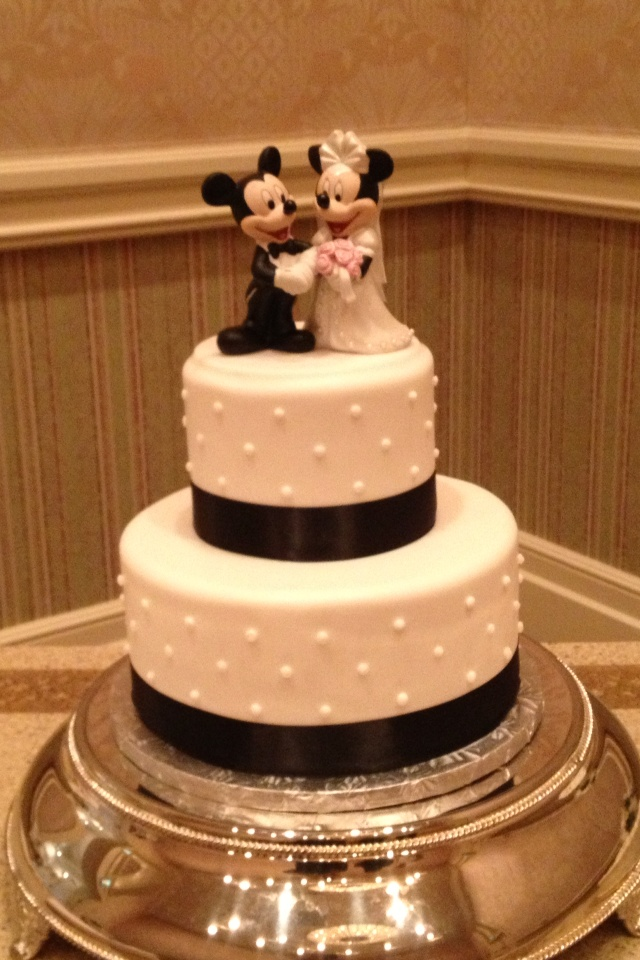 simple disney wedding cake disney weddings pinterest. Black Bedroom Furniture Sets. Home Design Ideas