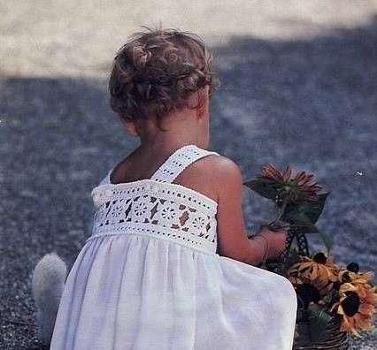 Vestidos de ganchillo: Diseños para niñas - Traje de ganchillo en color blanco para niñas