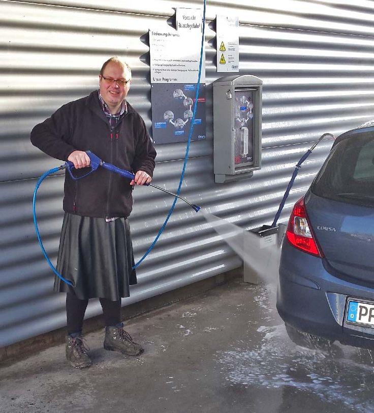 Jürgen bei der Autowäsche