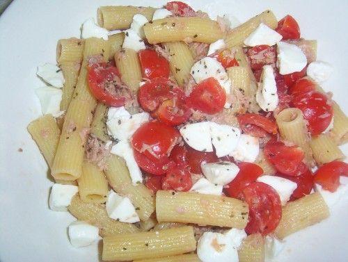 """""""Pasta Fredda con  Tonno, Pomodorini e Mozzarella"""" pasta fredda,rigatoni,primo piatto,piatto unico,pasta,pomodorini,tonno,mozzarella,insalata di pasta"""