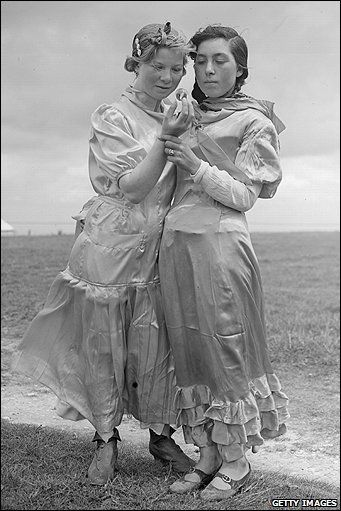 Two Romany cousins looking into a crystal ball on the Epsom Downs before the 1938 Derby. They claim to see racehorse Golden Sovereign in their crystal.Gypsy People, Romany Gypsy, Gypsy Roots, 1930S, Crystal Ball, Crystals Ball, Gypsy Girls, Cousins Gazing, Romany Cousins