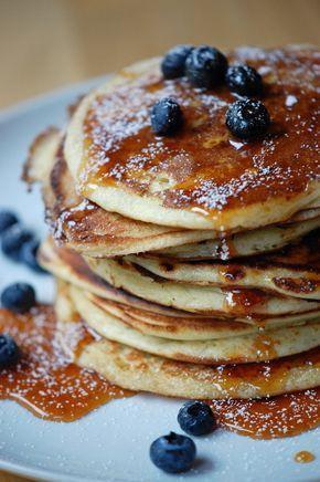 Amerikanske pandekager 2 1/2dl hvedemel 2 1/2 dl mælk eller kærnemælk (kærnemælk er nok at foretrække, men det havde jeg ikke i dag) 2 æg 1 spsk sukker 1/2 tsk meldonsalt 1 tsk bagepulver smør til stegning
