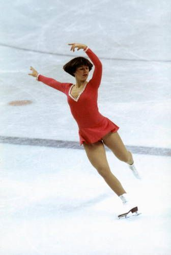 1976 Olympic Champion Dorothy Hamill  Dorothy Hamill is known for skating with a style that was perfect.
