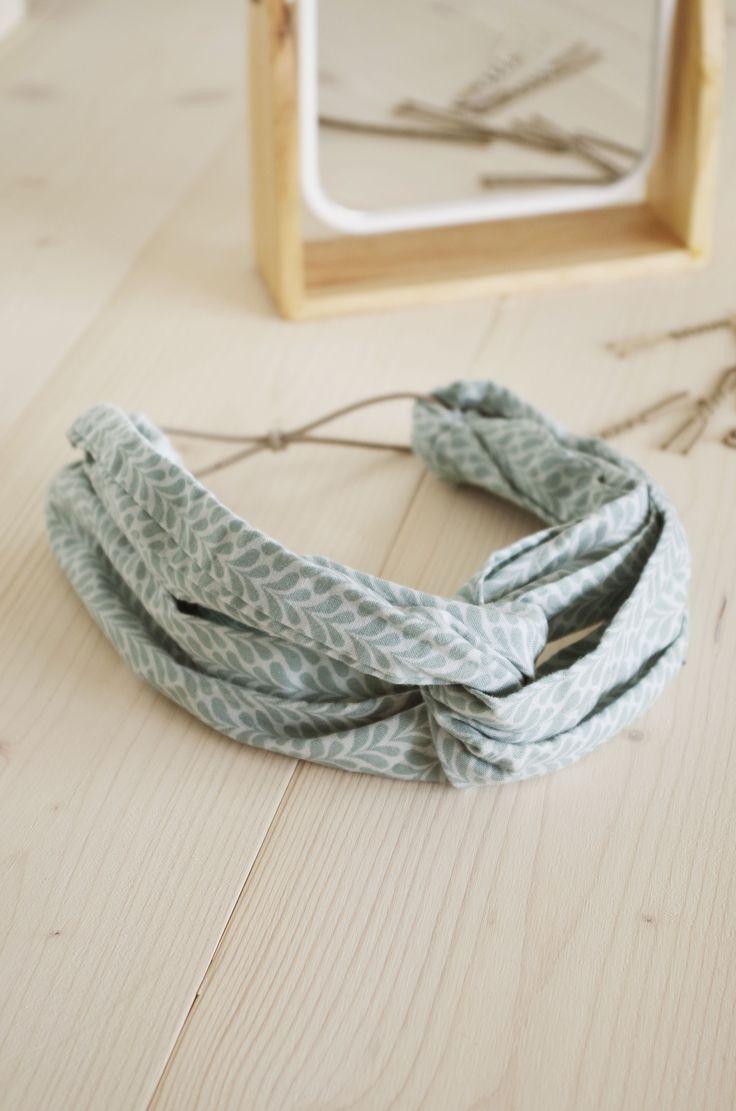 Un headband croisé