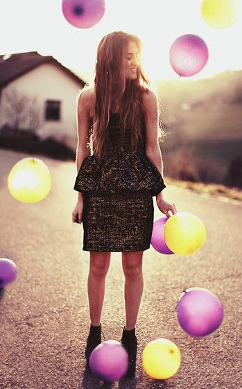 Love the dress, the emotiom, the light. But please remove the ballons. :p