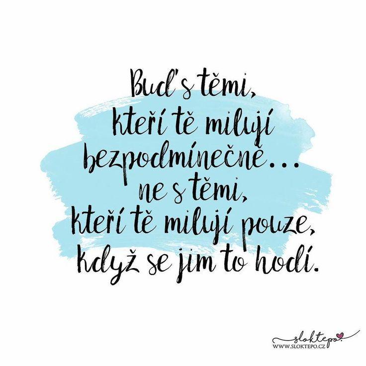 Občas prostě musíme jít dál i bez některých lidí. Mají-li být součástí našeho života, doženou nás. ☕ #sloktepo #motivacni #hrnky #miluju #kafe #citaty #zivot #darek #domov #stesti #rodina #laska #czechboy #czechgirl #czech #praha