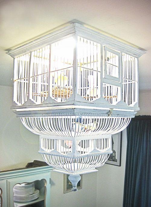 Une cage à oiseau détourné (et retournée) en luminaire