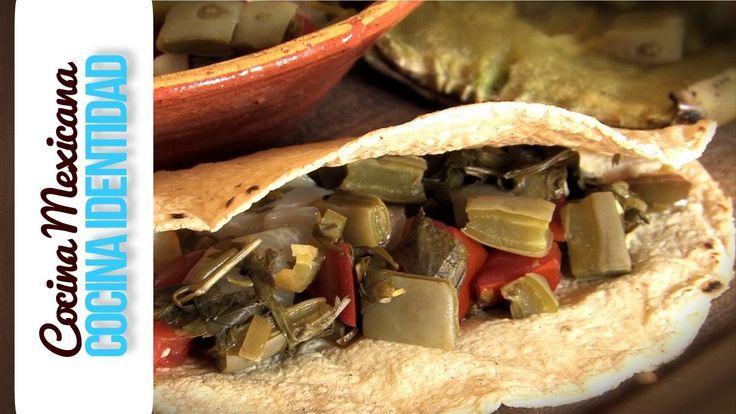 ¿Cómo hacer Nopales en Penca? En este video Yuri de Gortari nos muestra de las recetas mexicanas creada a partir de los productos que ofrece la tierra, una r...