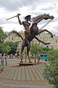 don quichotte: La Havane, Cuba - 19 novembre 2005: Statue du personnage fictif Don Quichotte du roman de Cervantes dans le quartier Vedado de La Havane, Cuba.