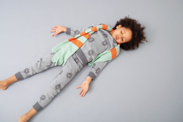 Indikidual AW2017 Collection. https://www.minimaud.com/product-page/indikidual-quick-scarf-brights