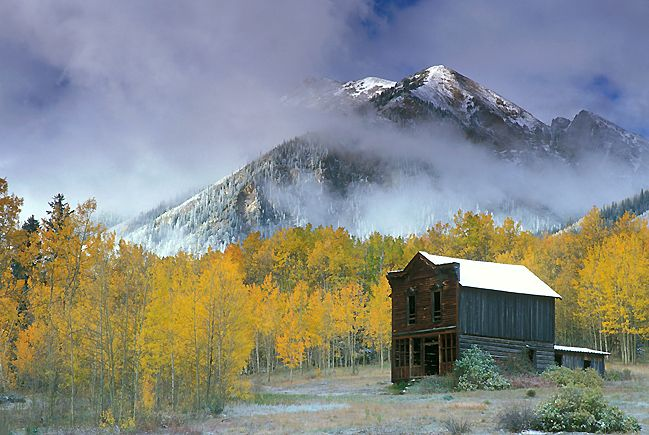 Ghost Towns in Colorado - Complete info on more than 300 historic areas in Colorado including presently-inhabited sites as well as long-abandoned regions