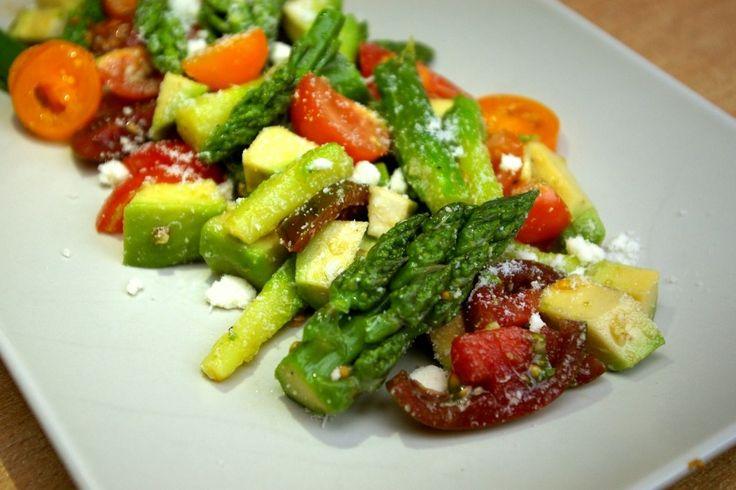 Sałatka ze szparagami http://www.fitness-food.pl/blog/przepisy-na-salatki/