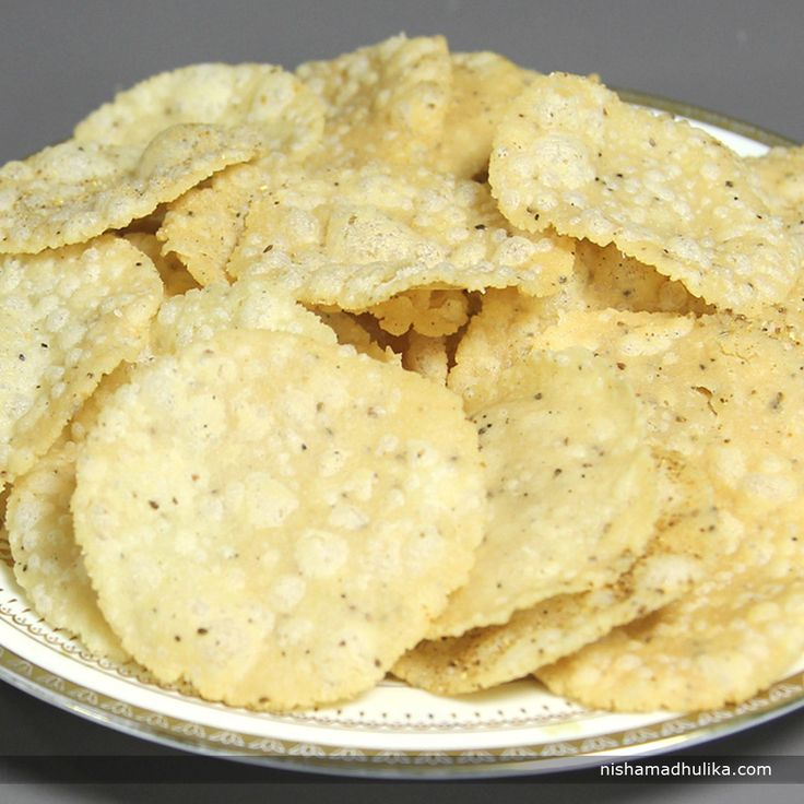 Rice Papdi is another delicious snack which makes your evening tea just perfect!  Recipe in English- http://indiangoodfood.com/982-rice-papdi-recipe.html ( copy and paste link ino browser)  Recipe in Hindi- http://nishamadhulika.com/896-rice-papdi-recipe.html ( copy and paste link into browser)