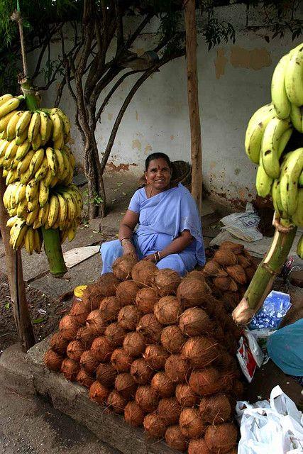 Coconut and Bananas for sale. Bangalore, India | por babasteve
