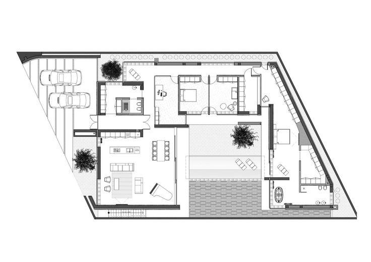 Одноэтажный павильон из стекла, бетона и дерева расположен в пригороде Кишинева. Ровный участок трапециевидной формы с трех сторон окружен существующей малоэтажной застройкой, что и продиктовало форму дома, но не смотря на это план формирует внутренний двор правильной формы с бассейном, над которым парит конструкция дома.