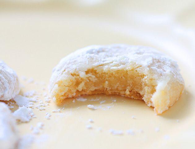 Chewy Lemon Snow Drops by sophistimom: Lemon bars in cookie form! #Cookies #Lemon_Bar