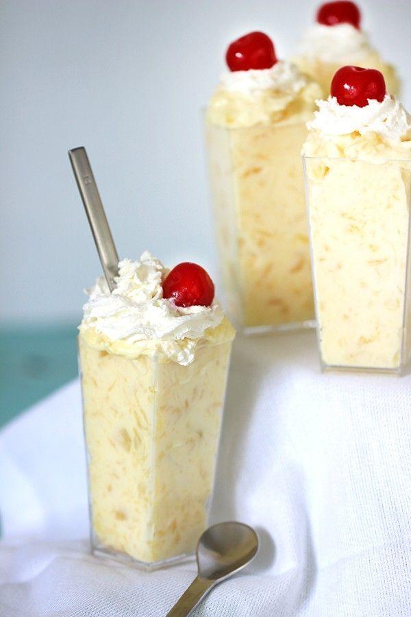 Tegyél hozzá ananász darabokat a tetejére pedig habot. Ellenállhatatlan desszert! (Fotó: Pinterest)