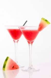 SKINNY WATERMELON MARTINIS When the weather is hot outside, nothing beats the heat better than a nice cold drink, especially when the drink is made with fresh watermelon. The watermelon and lime juice make this recipe the perfect combination of sweet and sour. This delicious cocktail can be served with or without alcohol.