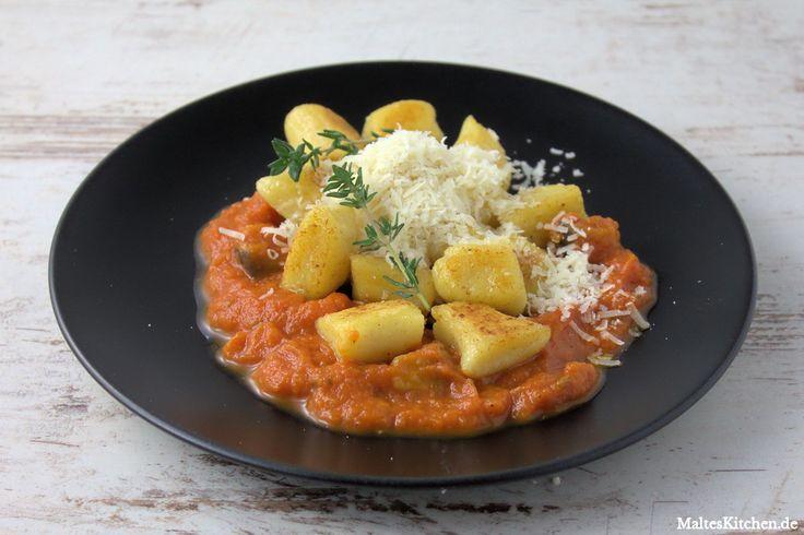 Rezept für sehr leckere selbstgemachte Gnocchi mit u.a Hartweizengrieß und eine aromatische Auberginen-Tomatensauce nach einem Rezept von Christian Rach. Ein wirklich tolles Gericht!