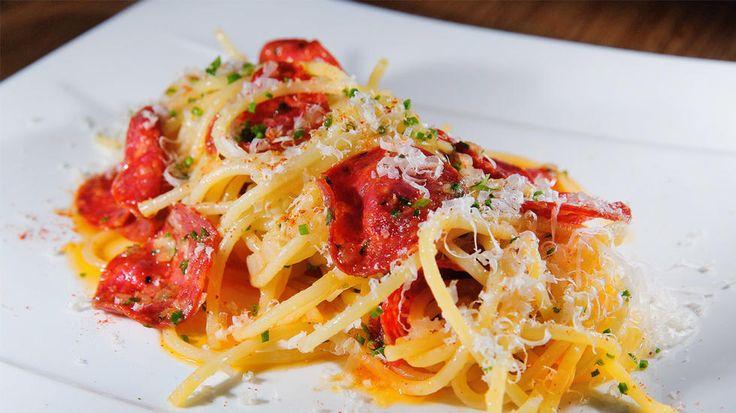 Kjapp pasta med parmesan og krydret pølse