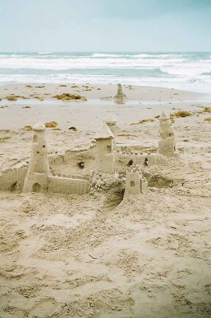So peaceful. Sometimes castles in the air are the beaches where you dream of playing.