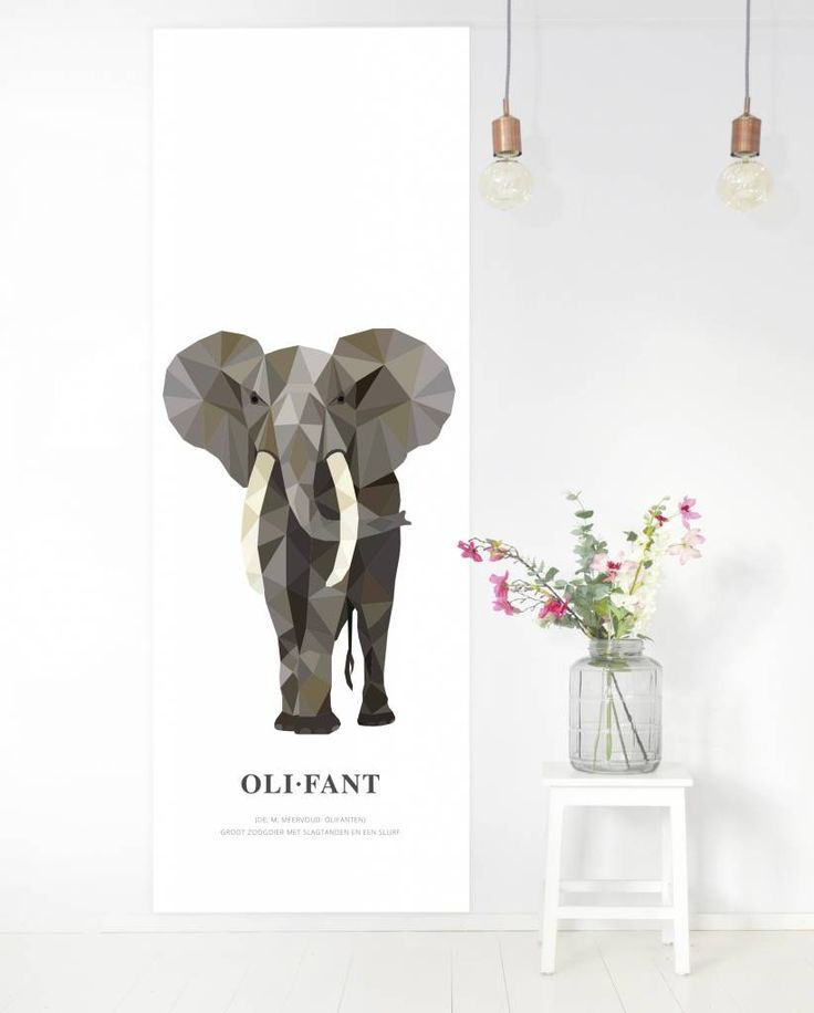 Met deze behangposter haal je de dierenwereld in huis. Op dit behangpaneel staat een geometrische illustratie van de Afrikaanse olifant met daaronder de betekenis van het woord in woordenboekstijl. | Design: Tinkle&Cherry | www.tinklecherry.nl
