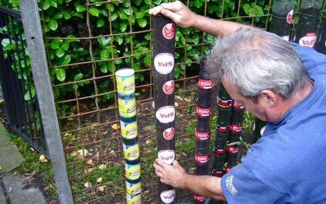 VIDEONÁVOD: Jak si udělat vertikální zahradu z PET lahví