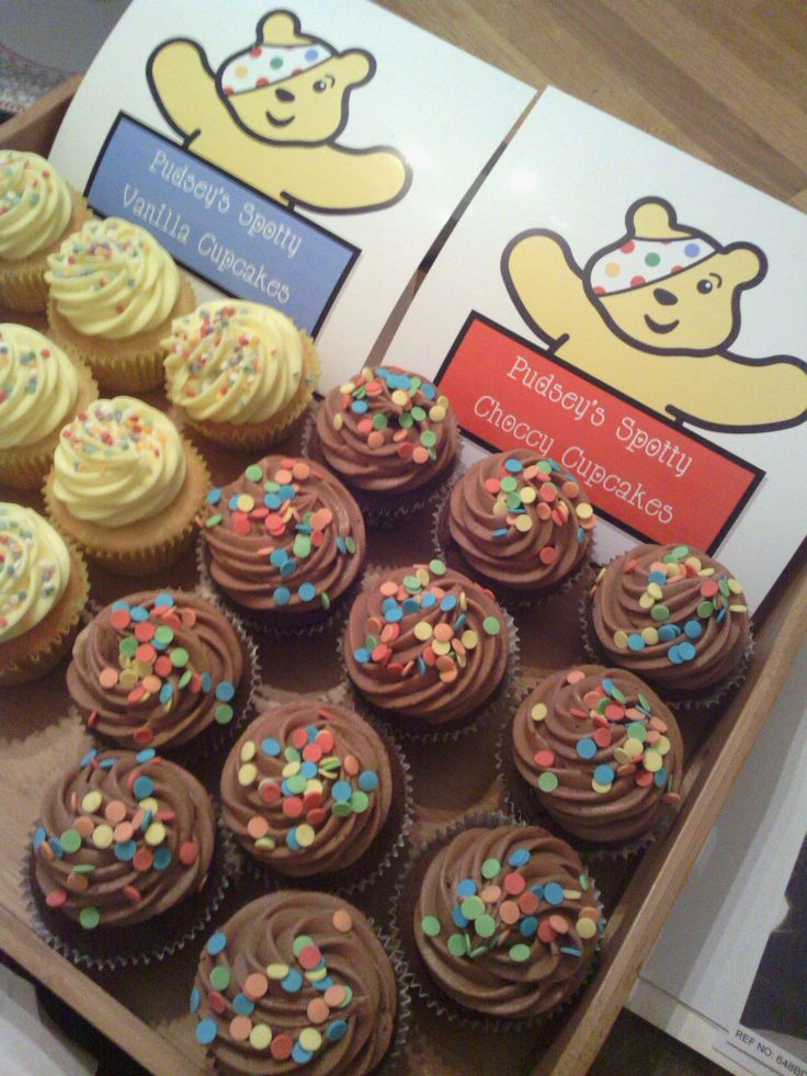 Children In Need: Pudsey's cupcake platter - vanilla and chocolate spotty cakes