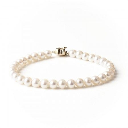 Timeless white pearls form a ring of beauty in this stunning & classic bracelet.