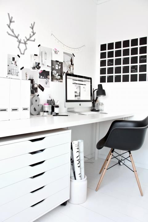 The black and white office of Nina from Stylizimo blog. maybe with a blackboard behind the table?