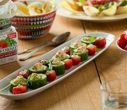 Gevulde cherrytomaat en komkommer