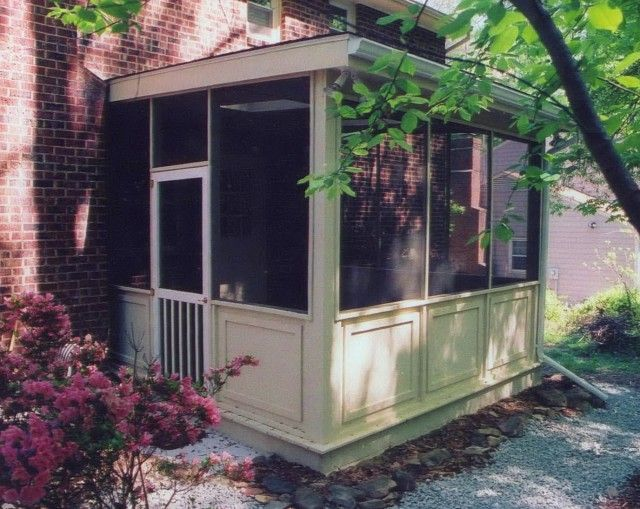 17 best ideas about small screened porch on pinterest screened porch furniture screened in - Screened porch furniture ideas ...
