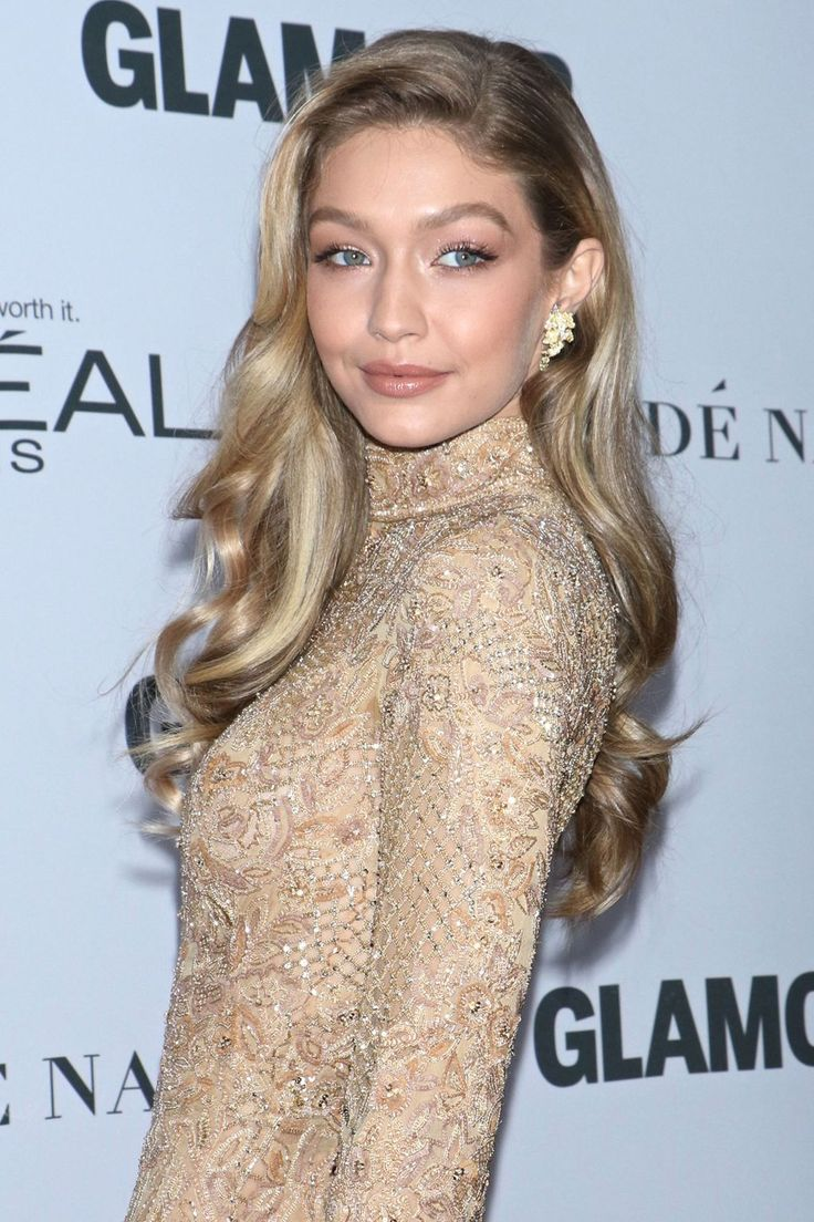 Our golden girl showed off the ultimate modern-Hollywood hairstyle and glowy makeup, at the GLAMOUR Awards across the pond. Stunning!