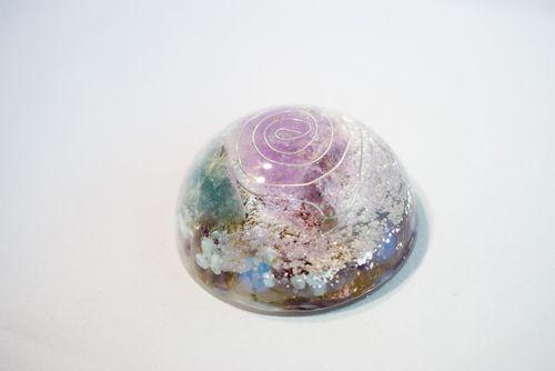 オルゴナイト(大円形) オルゴナイトは周りのマイナスエネルギーを吸収し、ポジティブなエネルギーを発生させるといわれている装置です。