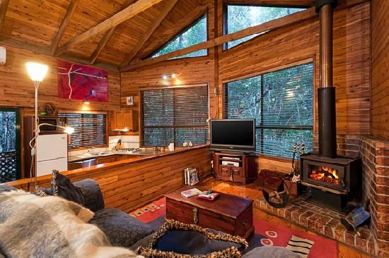 Beautiful chalets nestled in the woods with Springbrook National Park trails just steps away!