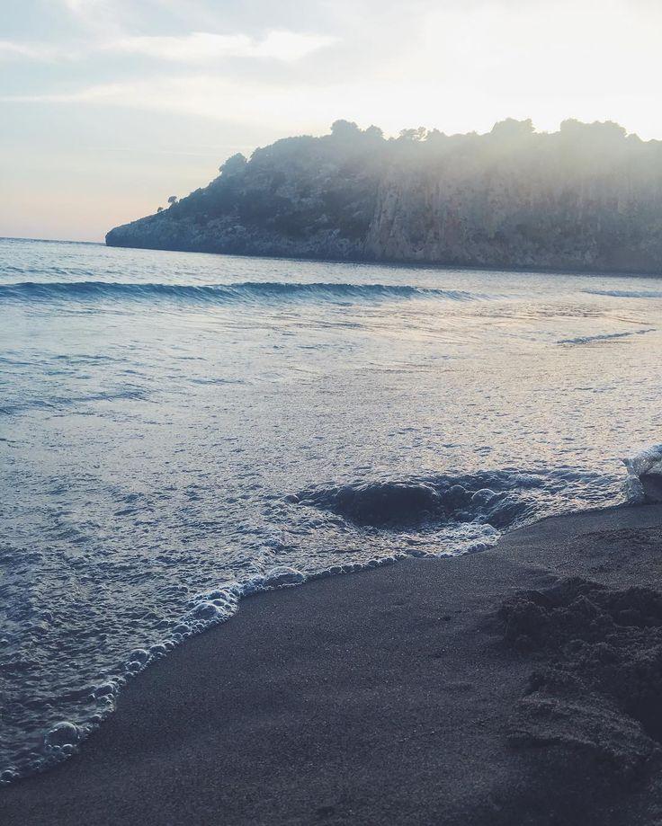 Heaven on earth.. 💦🐚 • • • • • • #greece #beach #sea #landscape #photography #fashionblogger #talkingaboutf