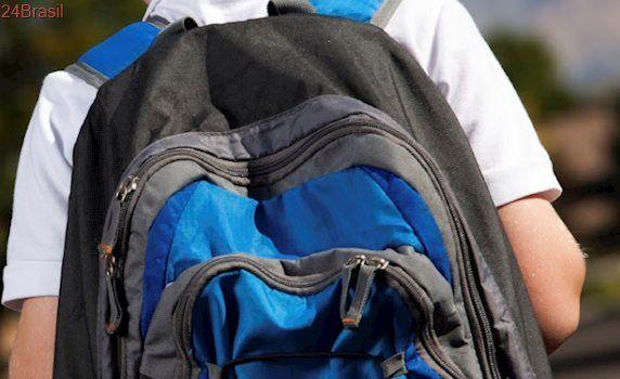 Atenção! Excesso de peso na mochila pode prejudicar saúde das crianças