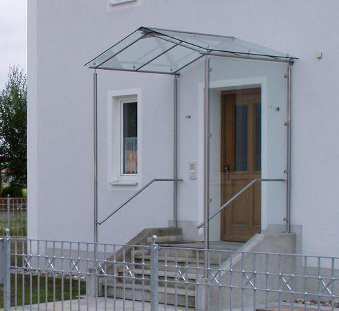 eingangs berdachung mit seitlichem windschutz aus glas haus versch nern pinterest. Black Bedroom Furniture Sets. Home Design Ideas