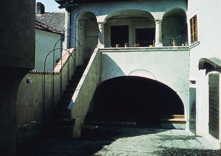 Rejpál ház udvara 1975-ben (teljes rekostrukció után )