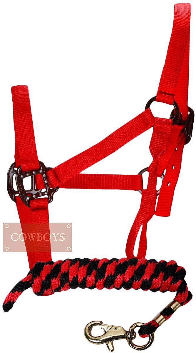 cabresto para Cavalo e Cabo em Nylon Vermelho e Preto   Conjunto de cabo e cabresto feito em nylon na cor vermelha e preta. Produto importado de alta qualidade. Ideal para mulheres que praticam esporte com seu cavalo. Pode ser utilizado durante provas e treinos.