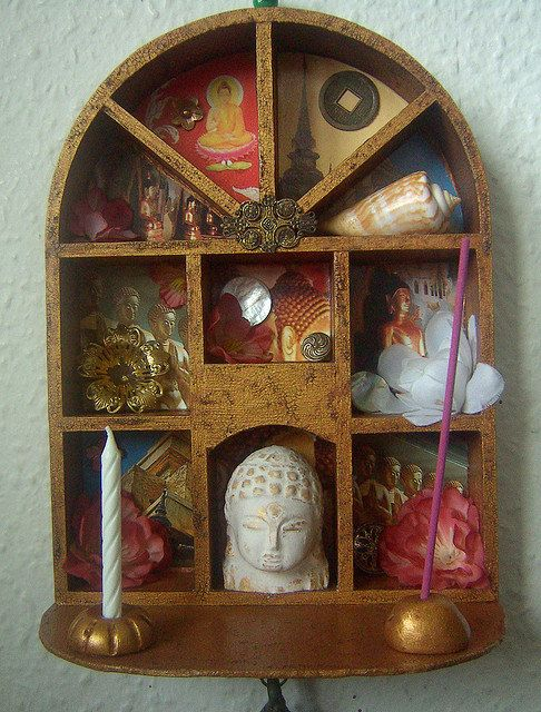 Beautiful shrine. I would love something like this in my home. If only the land lord would let me attach things to the walls.