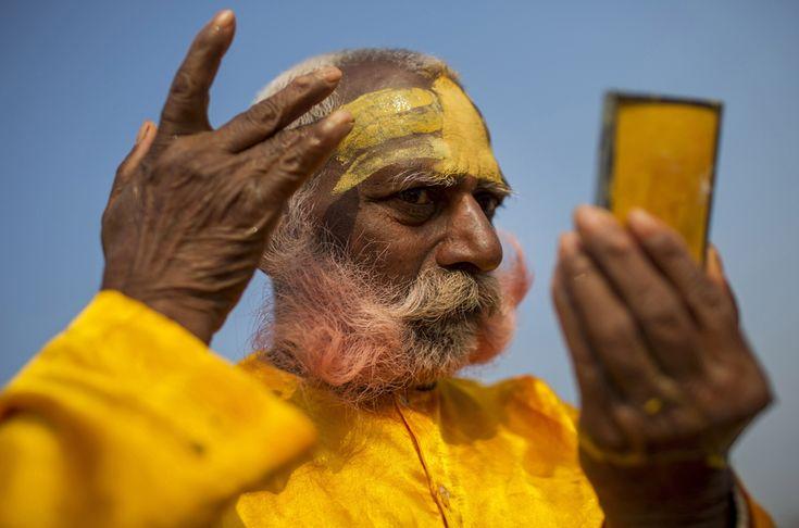 Maha Kumbh Celebration in Allahabad, 19 February 2013. (  Sanjay Kanojia / AFP  )