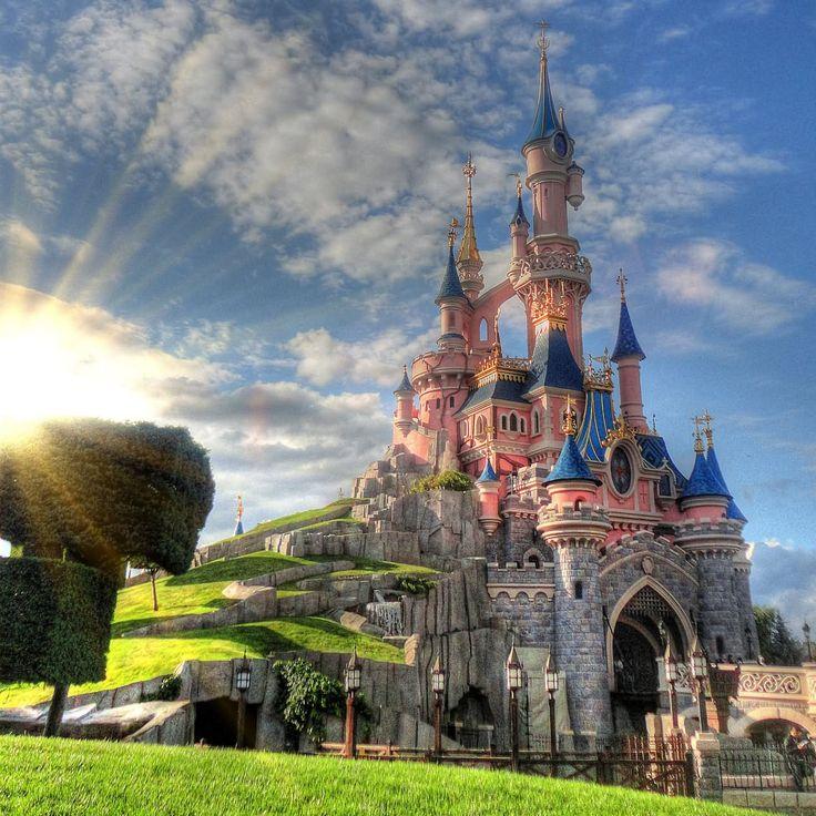 Sömestr tatili Paris -Disneyland Turu; Disneyland giriş (tek bilet), Eiffel Kulesi çıkışı ve Sen Nehri gezisi dahil sadece 589 €'ya MNG Turizm Elit Turlar ile. 25 Ocak 2018 çıkışlı tur için geçerlidir. bit.ly/MNGTurizm-paris-disneyland-turu-s