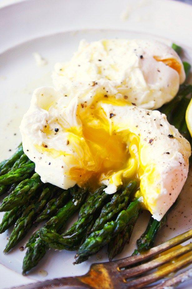 Poached Eggs over Roasted Asparagus with Lemon Vinaigrette [21 Day Fix]