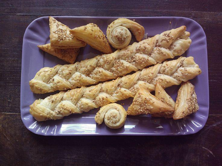 http://blog.giallozafferano.it/undolcealgiorno/stuzzichini-di-pasta-sfoglia-sesamo-idea-aperitivo/