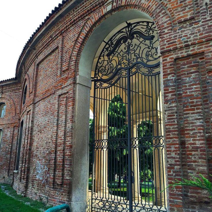 Rotonda della Besana Milano. #milano #milan #mailand #ig_milano #igersmilano #lombardia #ig_lombardia #vivomilano #visitmilano #milanodavedere #milanocity by kika_vega