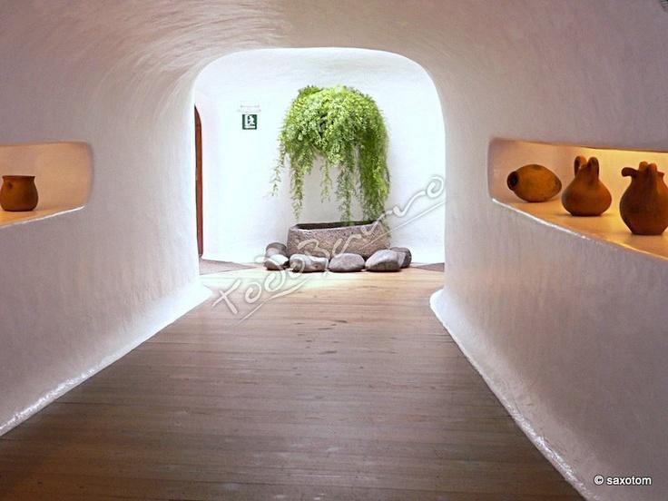 arco + elemento verde y piedra, encuentro de pared y suelo (aunque con menos curvatura)