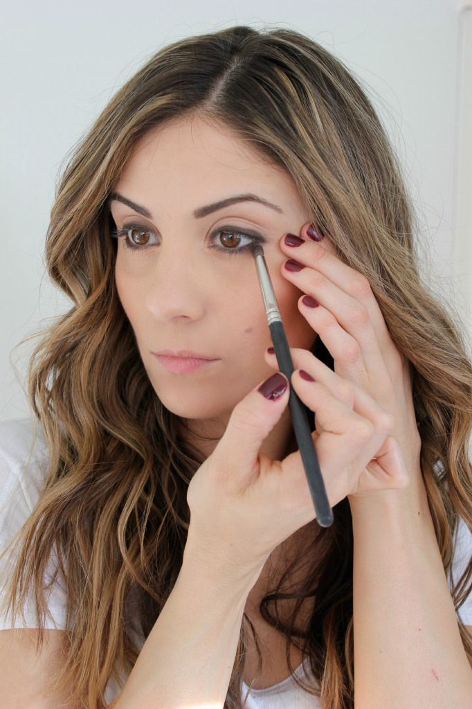 natural eye makeup tutorial with a neutral color palette