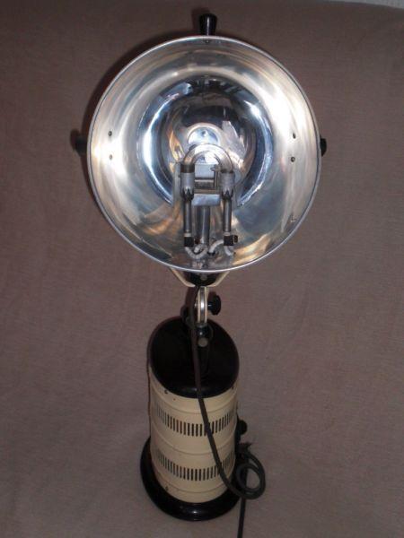 Lovely Eine antike sehr ausgefallene Arztlampe OP Lampe Bestrahlungslampef r Lichttherapie Ein Heimstrahler mit ultravioletten UV IR Infrarot Strahlen